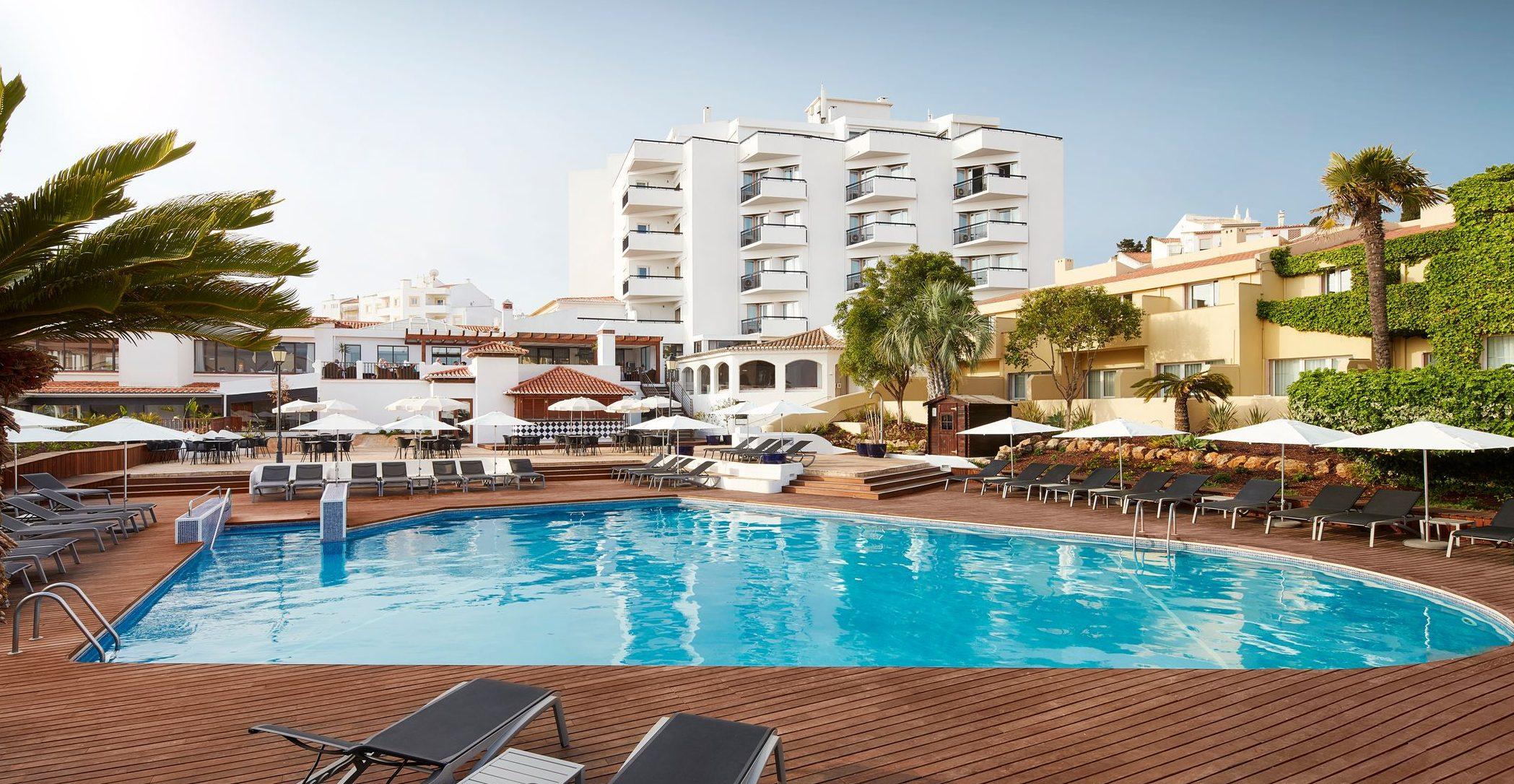 Hotell Tivoli Lagos med utomhuspool.