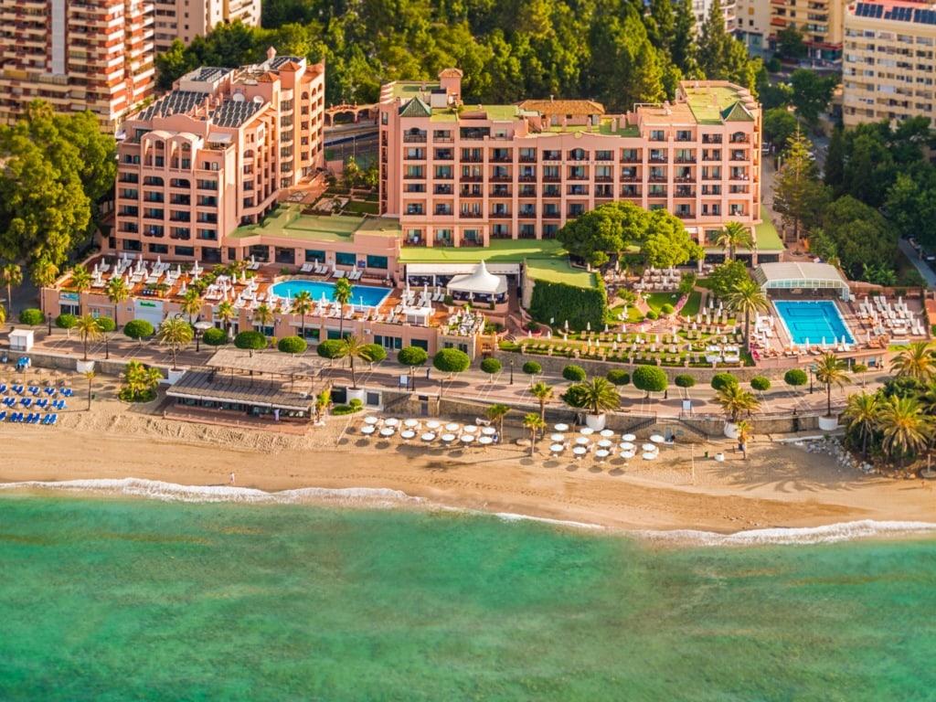 Fuerte Marbella Hotel Costa del Sol har 4 stjärnor och ligger precis vid stranden. Här har du gångavstånd till stadens centrum.